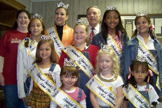 Festival queens with Jenny Larson & Mayor Charles Kemp