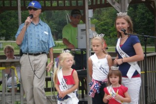 Mayor Kemp and the festival queens